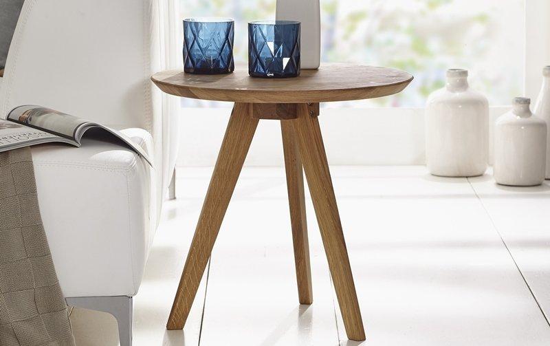 Kulatý odkládací stolek z dubového masivu OLPE - skandinávský design