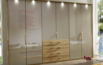 Šatní skříň s křídlovými dveřmi TORINO dub masiv/dubová dýha/sklo Sahara