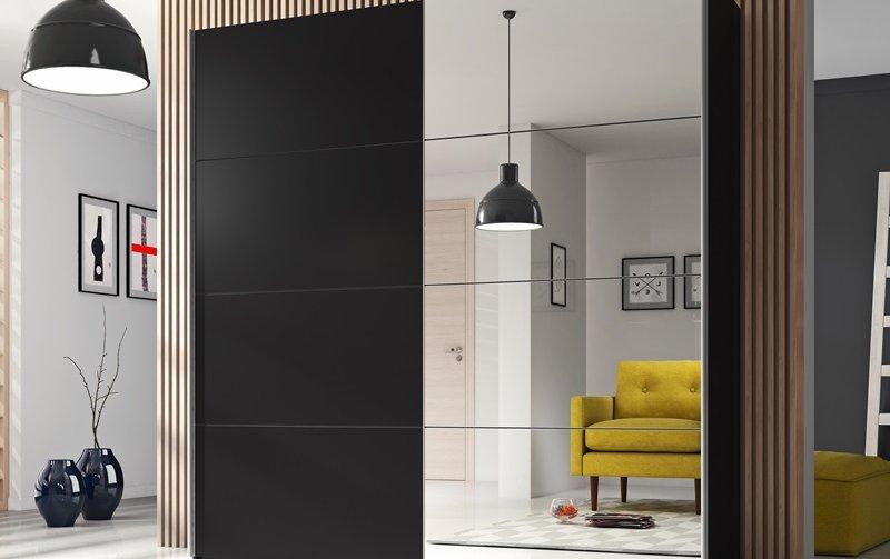 Černá šatní skříň s posuvnými dveřmi a zrcadly na boku BETA