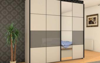 Šatní skříň s posuvnými dveřmi ICE 2 bílá matná + šedé sklo