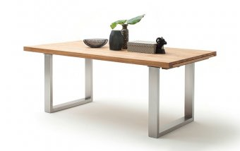 Rozkládací jídelní stůl z masivu DAYTON dub divoký/leštěná ocel
