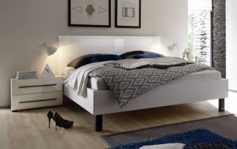 VÝPRODEJ: Postel 180x200 HARMONY s nočními stolky bílá/bílý lesk
