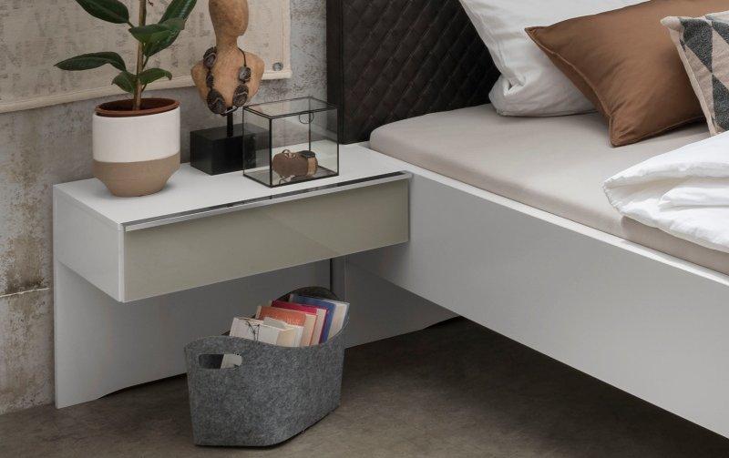 Noční stolek MONTREAL bílá/sklo šedý lesk
