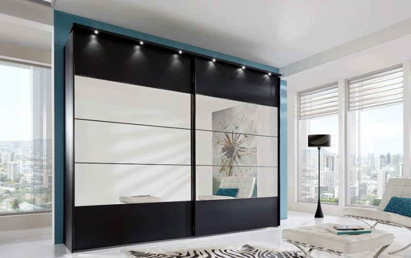 Černá šatní skříň s posuvnými dveřmi se zrcadlem SUNSET