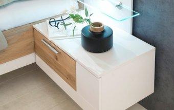 Noční stolek (pravý) VIDAL bílý lak/dub bělený